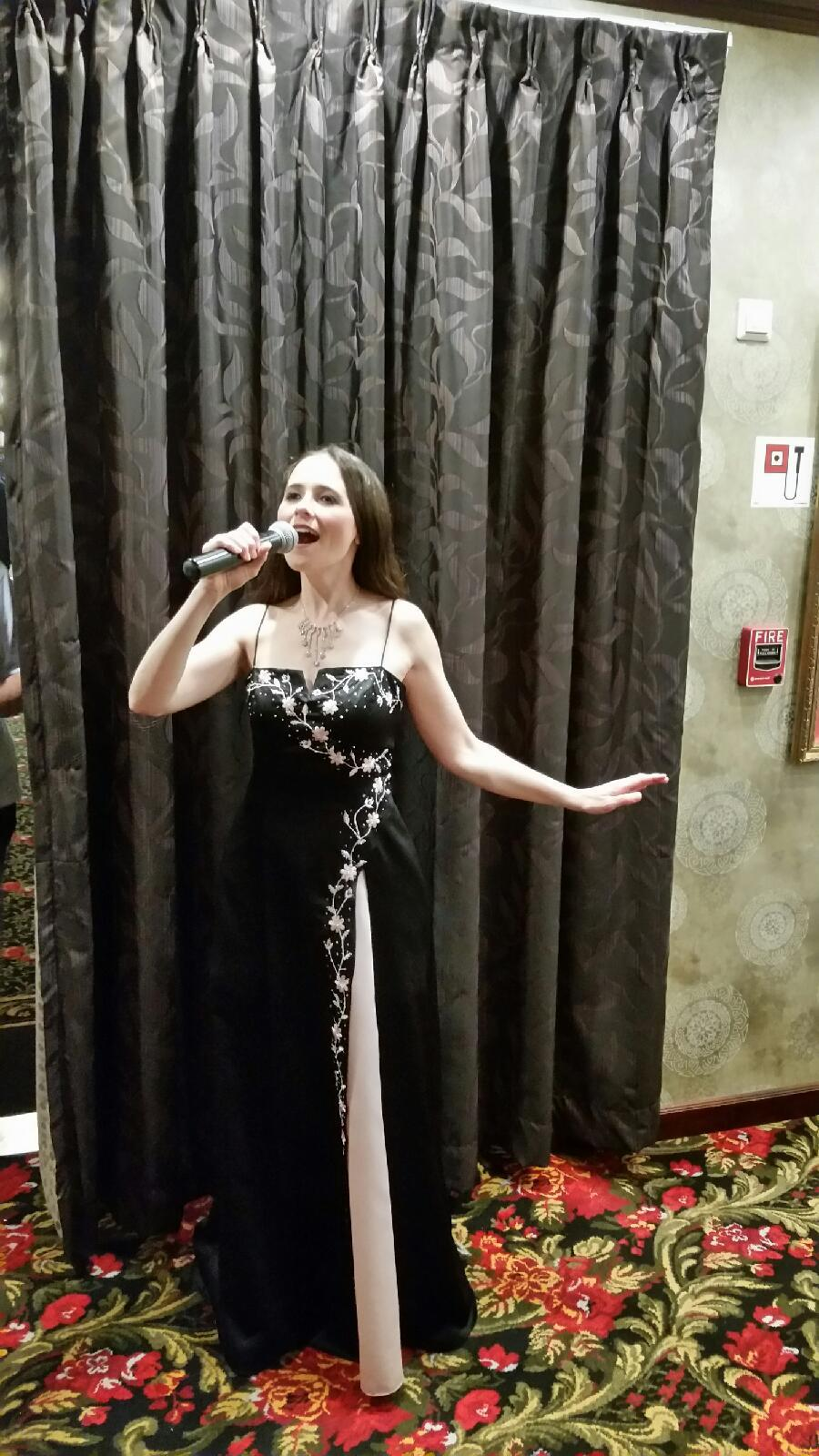 Lindy Pendzick - Singing and Entertaining in the Show Lounge