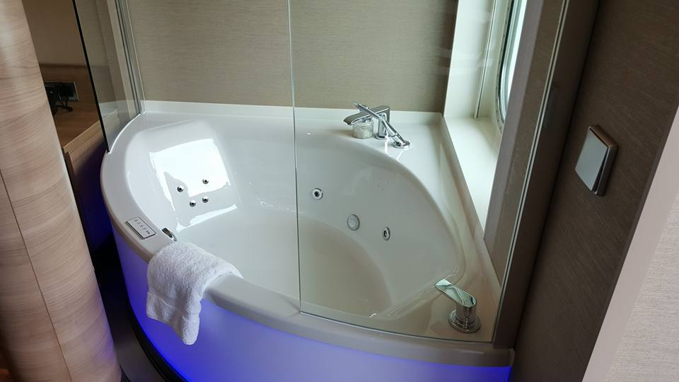 Spa Tub and Jets