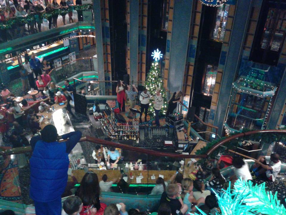 Christmas Carnival Cruise.Christmas Decorations Carnival Victory Cruise Ship Cruise