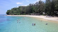 This Doini (Doyni) Island beach - you can swim & snorkel safely
