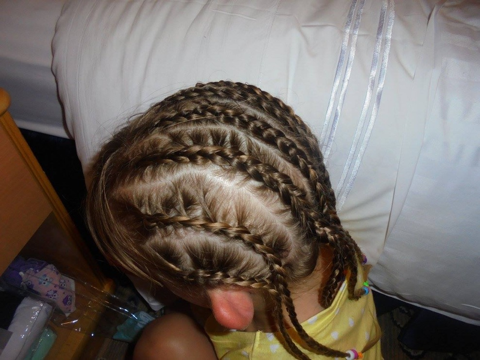 Hair braided in Vila