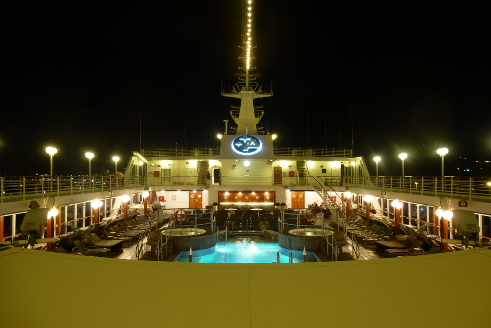 Pooldeck by night