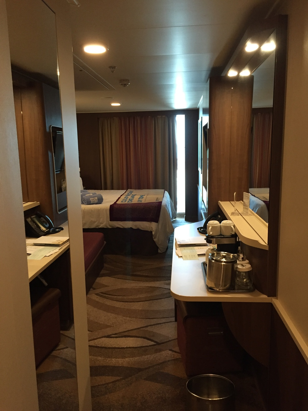 Mid ship mini suite 14784
