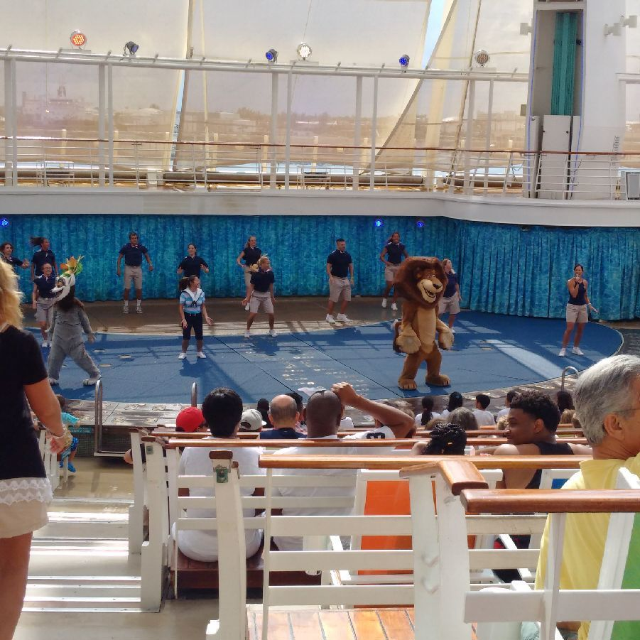 The beach pool on oasis of the seas cruise ship cruise critic - Member Photo By Piratebiker1 The Carousel On The Oasis Of The Seas Nov 2016