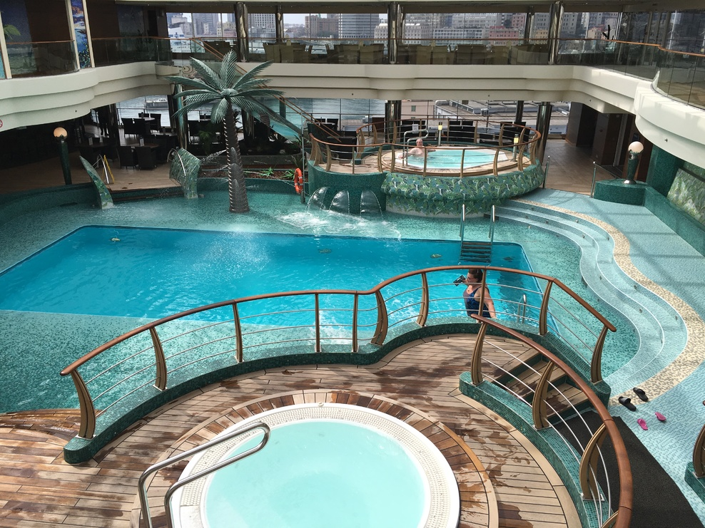 Pool spa fitness on msc fantasia cruise ship cruise critic for Indoor pool with retractable roof