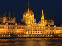 Capitol building in Budapest at night.