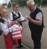 Gesture of friendship when arriving at Scenic Tsar. Break a piece of bread
