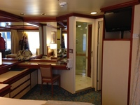 Plenty of space and drawers. In d630 (Hawaii suite)