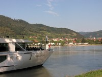 Coming aboard in Durnstein