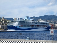 TUI Discovery moored in Messina.