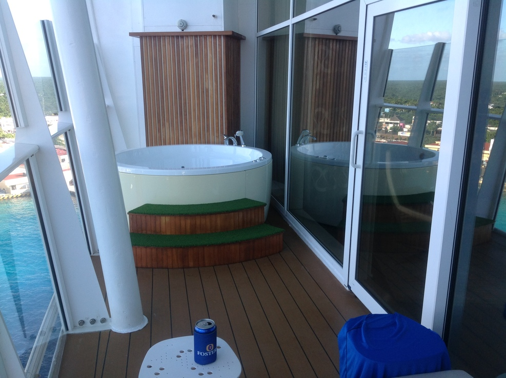 Cabin on royal caribbean oasis of the seas cruise ship for Balcony hot tub