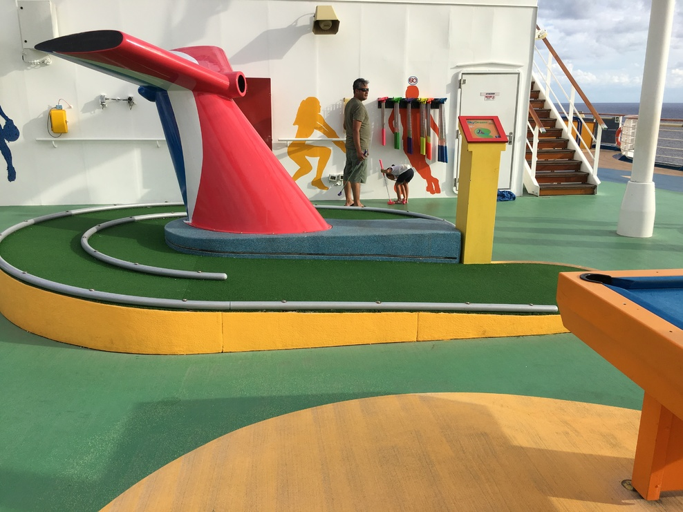 Mini golf on the sports square