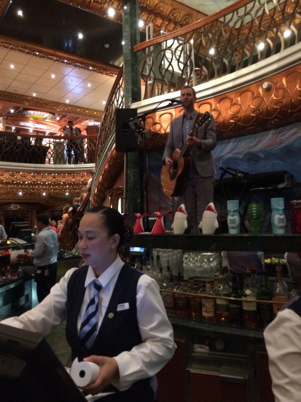 Atrium bar with live music