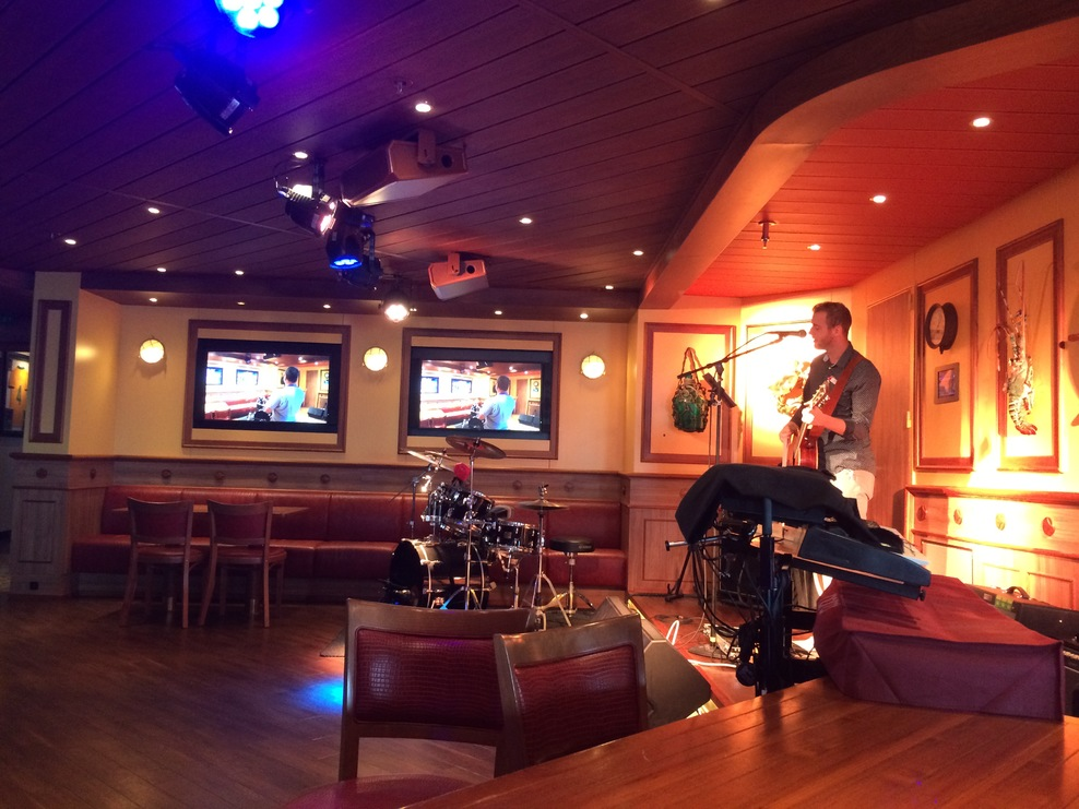 Red Frog Pub with live music