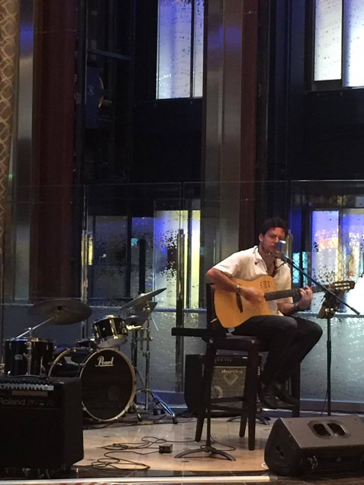 Gordon Daniels performing in the Grand Foyer