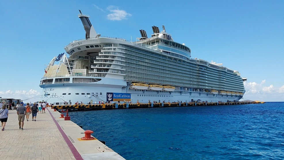 Ship on Royal Caribbean Oasis of the Seas Cruise Ship ...