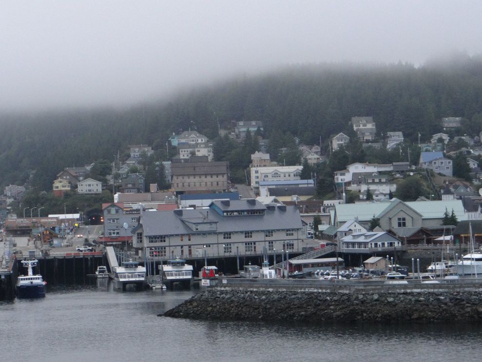 KetchiKan early morning coming into dock