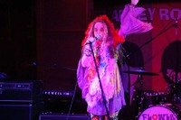 Cara Lee impersonating Janis Joplin