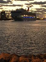 Carnival Sunshine coming into port