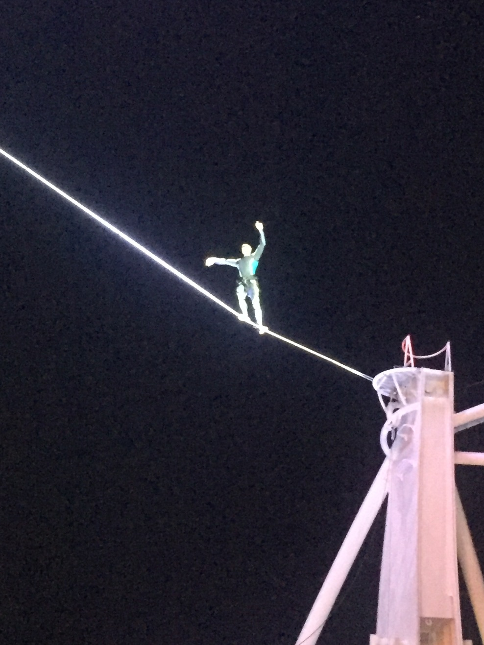 Aqua Show - tightrope walker high above the audience