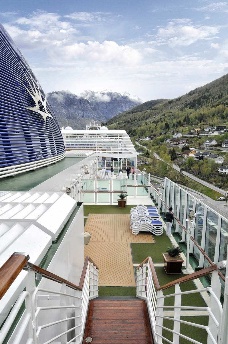 Po azura norwegian fjords cruise reviews and ratings of po azora deck baanklon Image collections