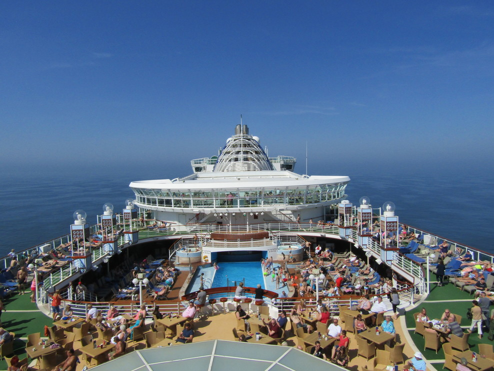 Beautiful day at sea, while having a drink on deck. Nice view.