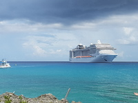 MSC Divina anchored off Grand Cayman