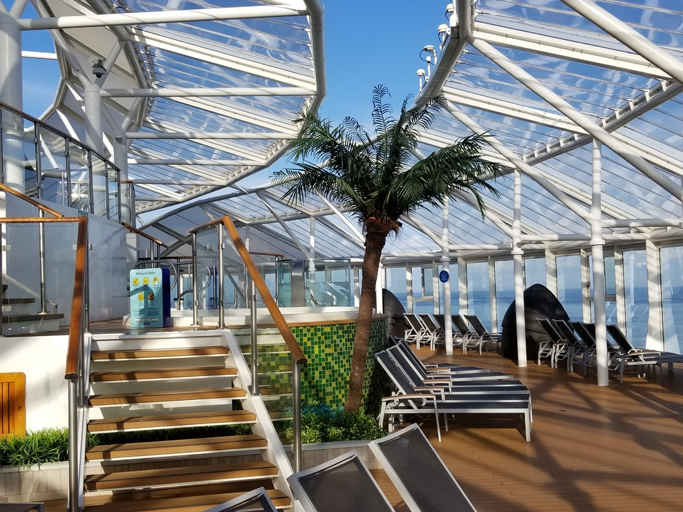 Picture of the huge Solarium on 4 deck levels!