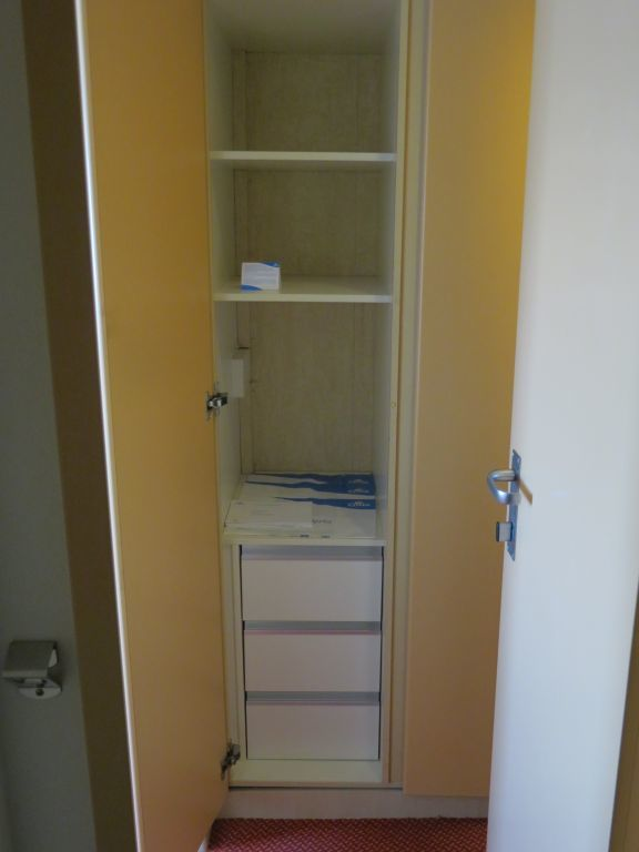 Not much room in wardrobe - pack lightly!