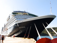 ms Westerdam moored in Hualtulco