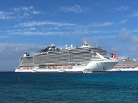 MSC SEASIDE anchored in Grand Caymans