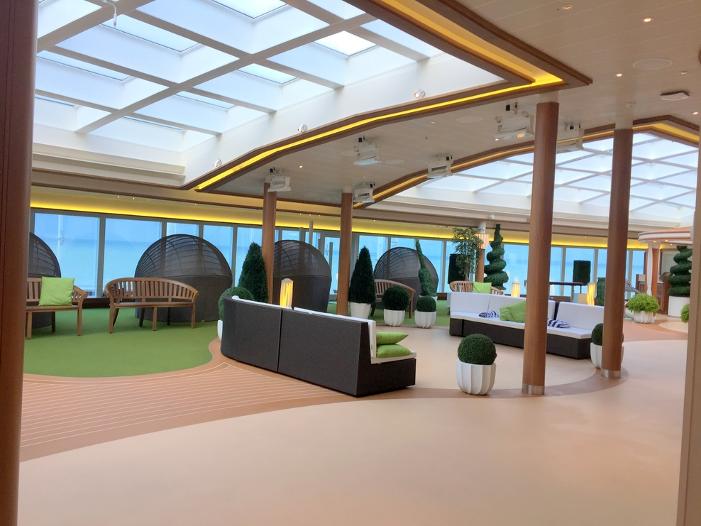 The indoor forward lounge