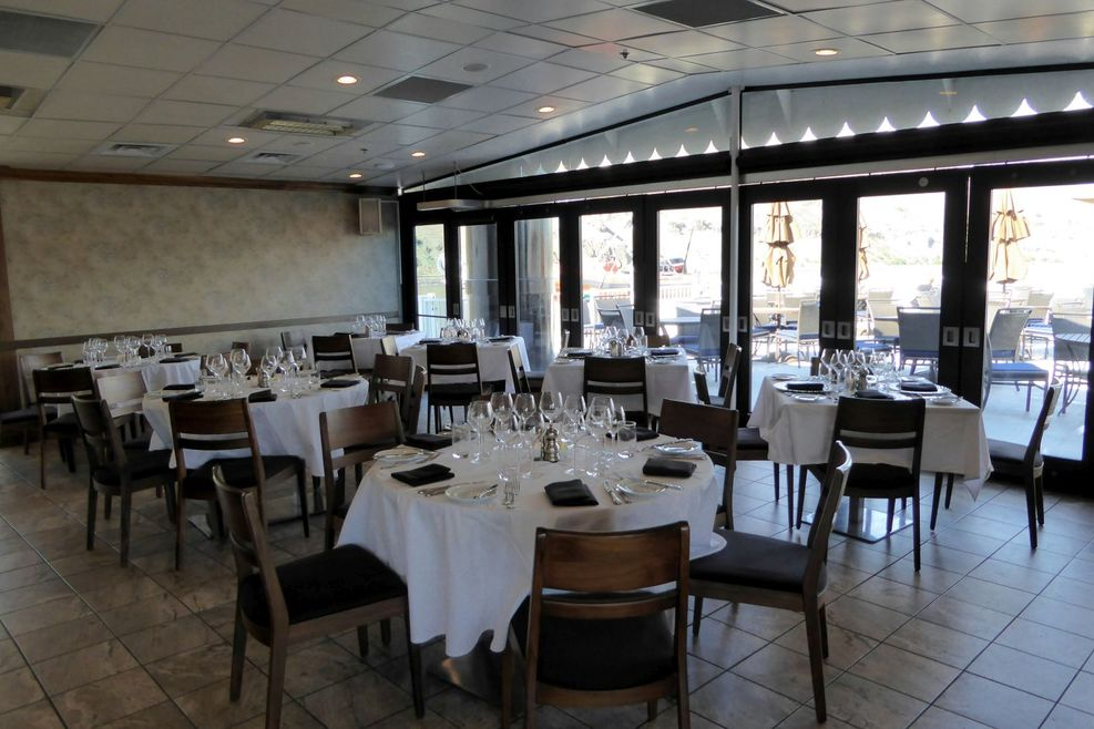 River Grill:  Casual dining option for buffet breakfast and lunch as well a