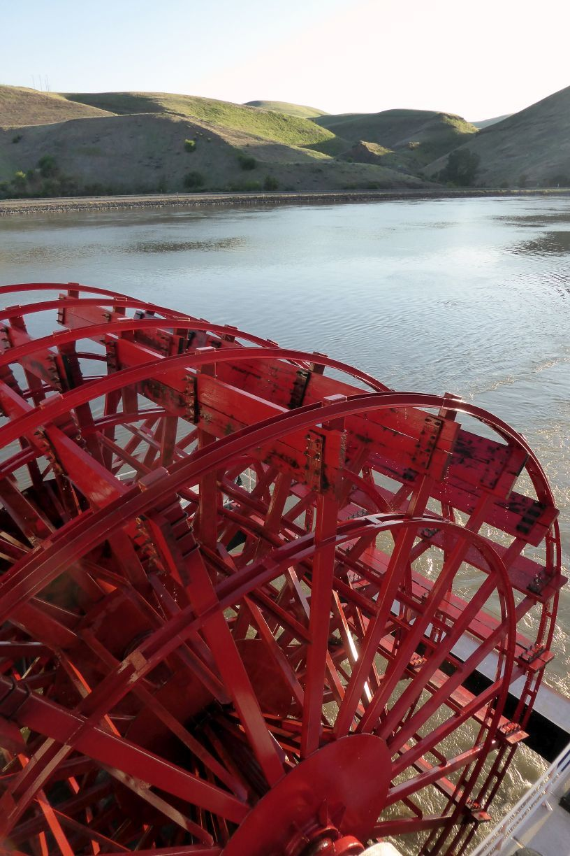 The boat's paddlewheel could be viewed from the Paddlewheel Lounge