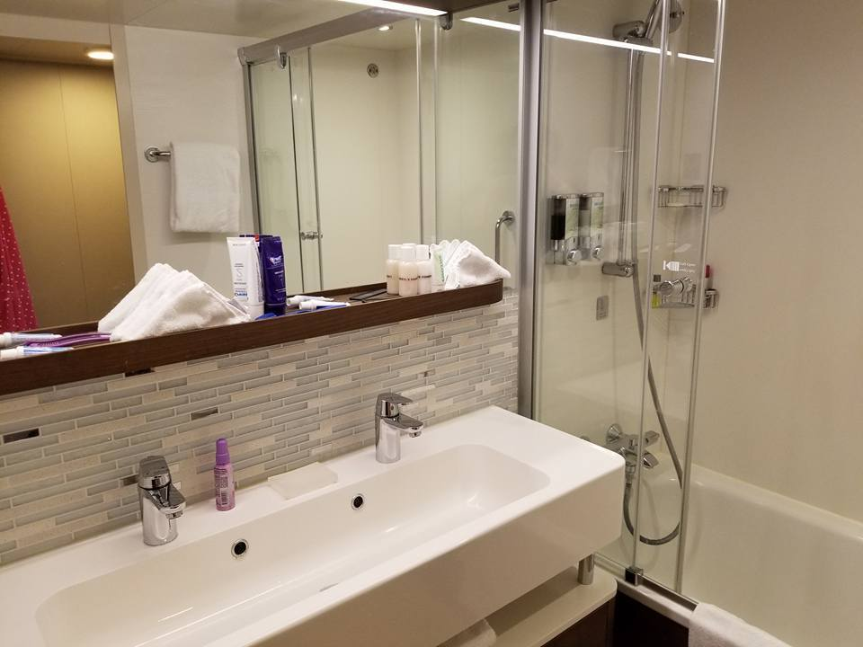 The bathroom in the Family Mini Suite with Balcony cabin.