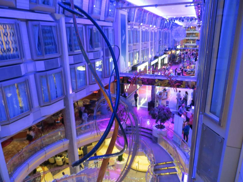 Promenade (deck 5), shopping, food, main deck of the Sapphire room. You&#39