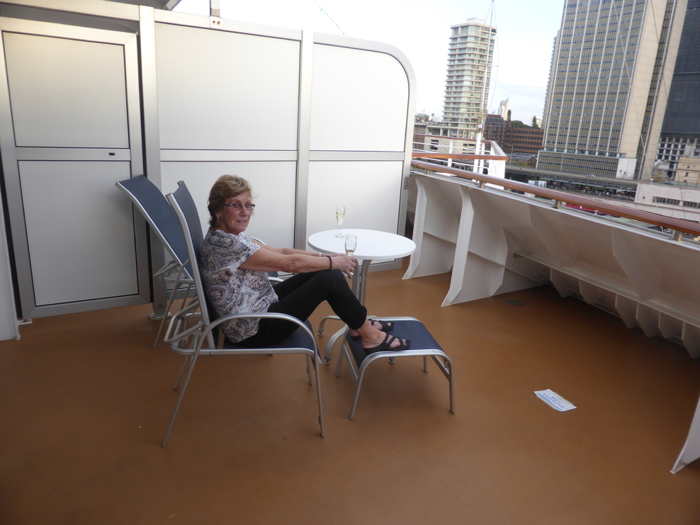 An indication of the balcony size of Stateroom M105