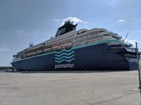 Photo 1: Pullmantur Horizon from dock
