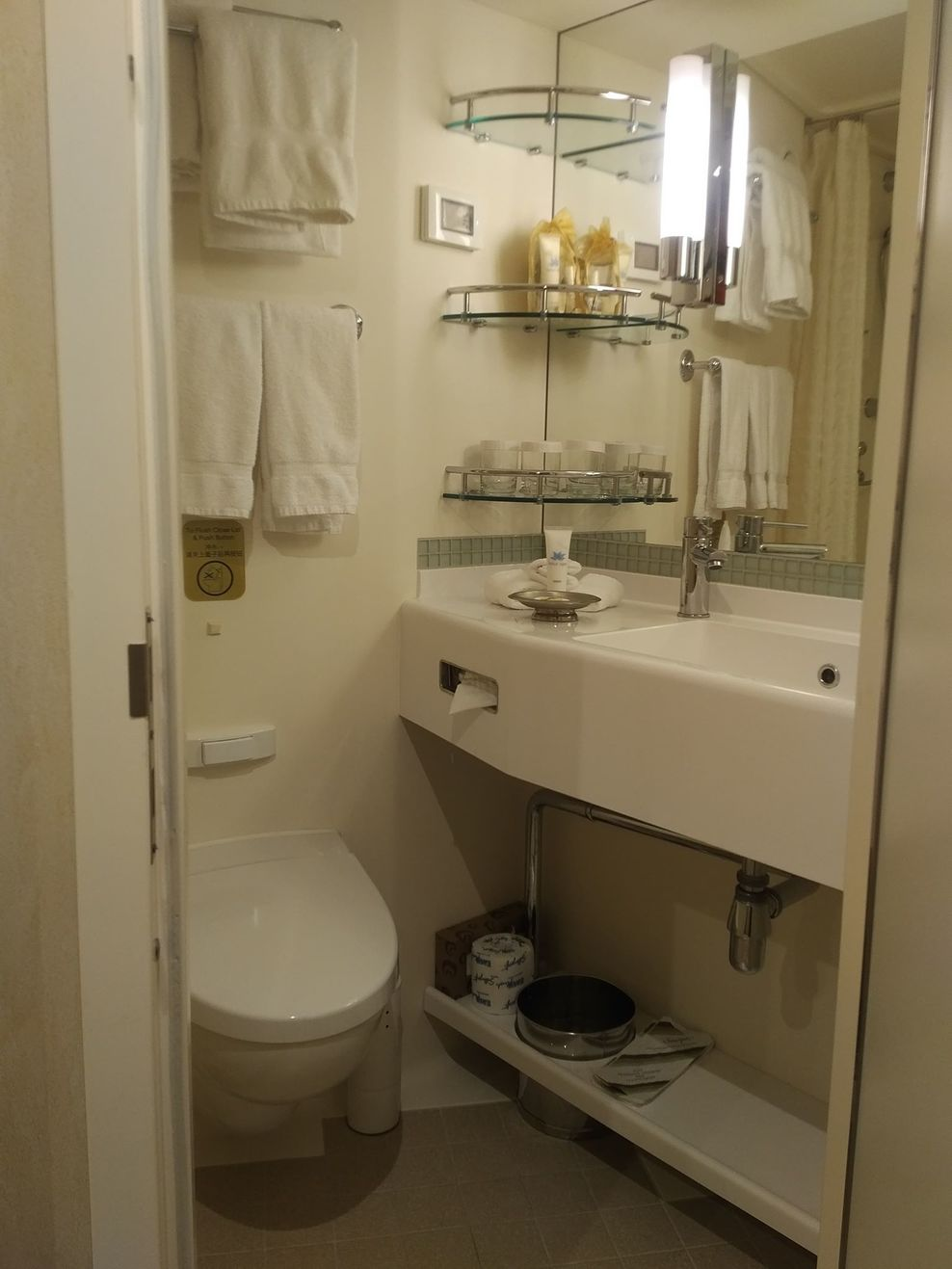 Cabin M103 Bathroom