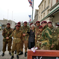 WWII British Paratroopers and nurse veteran, Sainte-Honorine-des-Pertes nea