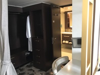 Changing room / Dressing area of Palace Suite 13518