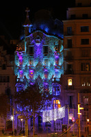 If you stay late in Barcelona, you can see Casa Batllo lit up, and change c