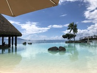 Lagoon swim-up bar at Intercontinental Tahiti