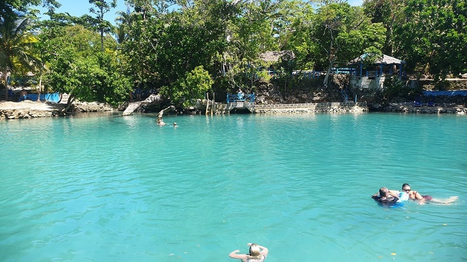 Blue lagoon in Vila...