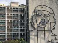 An image of Che Guevara decorates the exterior of a government building in
