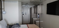 Small room with narrow  closet