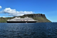 Prinsendam at anchor in Skye.