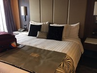King Size bed in Neptune Suite 7142 - Holland Westerdam