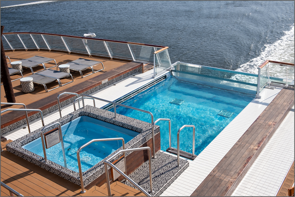 Infinity pool on the stern