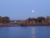 Full moon on the Rhine